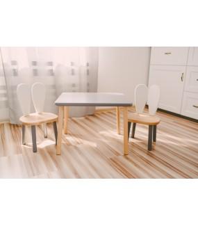 stolik z drewna i 2 krzesełka dla dziecka
