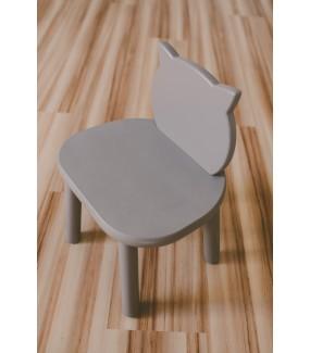 szare krzesełko drewna dla dziecka