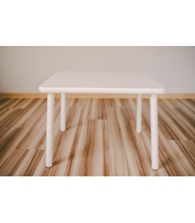 biały stolik dla dziecka